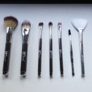 It Cosmetics brush lot of 7 superheros